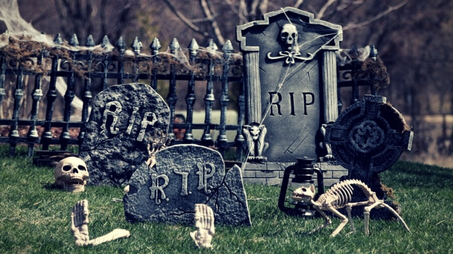 Outdoor Decorating Ideas for Halloween You'll Want to Buy ASAP